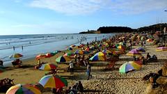 Da 83 - 366, Vamonos a la playa (Andrs Arias - cafeycassette) Tags: azul mar ecuador agua foto playa personas viajes parasol cielo nubes latinoamerica fotografia paraguas vacaciones proyecto sombrillas 366