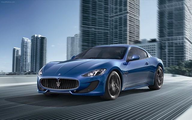 синяя Maserati