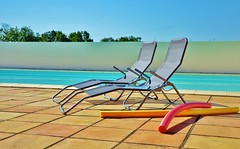 Be my Guest (Tinina67) Tags: sun holiday france pool vacances chair waiting lounge tina noodle guest poolside odc gite gers seissan ourdailychallenge tinina67 aumarron