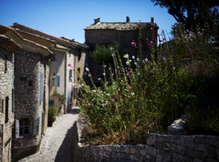 Banon, old Provencal village (Pat de T.) Tags: houses france day village jour bleu provence dslr maison banon