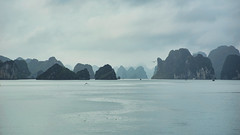 Halong Mountains (tj.blackwell) Tags: halongbay vietnam seascape ocean sea travel world life scenery beautiful fareast cruise karst geology limestone boat ctb mountains tourism cmph vnn