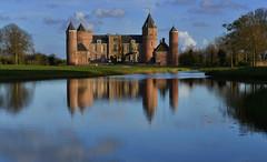Pays-Bas - parc et château de Westhove (AlCapitol) Tags: lake reflection castle water netherlands nikon lac reflet paysbas château d800 westhove