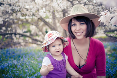 Sunday Bloomers (iFlook) Tags: flowers portrait cute wisconsin nikon child madison littlegirl motheranddaughter blooming sunhat londa olbrichgardens effy d5000