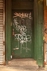 (break.things) Tags: nyc newyorkcity ny newyork manhattan hound pear false graffii aroe kwote