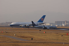 China Southern Airlines Airbus A380-841 B-6136 & Boeing 737-81B(WL) B-5640 (rickihuang) Tags: airplane skyteam airbus boeing 737 330 pek beijing 380 landing cross runway rwy 36r aviation capital international airport china southern airlines              standard livery special b6136 b5640 zbaa aircraft       winglet     a380 civil airliner plane cz csn