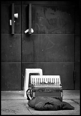 Musica abandonada (Mark B. Duncan) Tags: enfoqueatreses