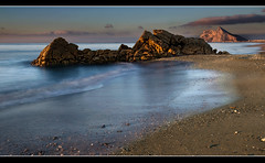 SUNRISE, LA ATUNARA, SPAIN (Mabelle Imossi) Tags: sea seascape art beach clouds sunrise landscape mar lowlight sand rocks waves arte playa paisaje arena amanecer nubes therock gibraltar olas rocas laroca laatunara