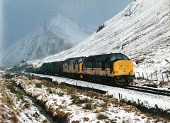 37404-37406 nr tyndrum (47604) Tags: alltypesoftransport class37 englishelectric tyndrum snow mountain scotland railfreight 37404 37406 whl westhighlandline 37286 37295 snowing nicegroup
