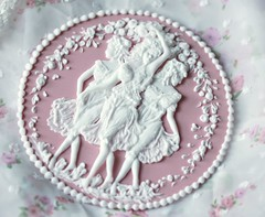 Cake topper: The three Graces (semalo63) Tags: threegraces royalicing brushembroidery pressurepiping