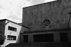 Licht und Schatten (derkosmonaut) Tags: synagoge fahrrad elbe elbtunnel wanderer radtour deich wilhelmsburg veddel georgswerder oberstrase