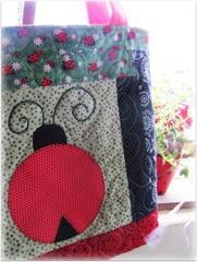 Para Angela  que também  ama Joaninhas .... (Joana Joaninha) Tags: quilt amor carinho fabric patchwork bolsa ateliê costura aplicação póa joanajoaninha