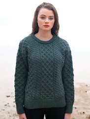 Teen in wool sweater (Mytwist) Tags: irish woman sexy green heritage wool girl fashion female fetish moss sweater fisherman warm fuzzy traditional womens retro teen passion raglan heavy oats honeycomb heavyweight aran timeless pullover authentic handcraft laine vouge wolle honecomb aransweater aranjumper aranstyle