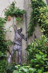 Levalet_2612 Paris 11 (meuh1246) Tags: streetart paris lecture paris11 levalet