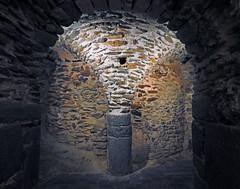 St.Pere de Rodes (Luis M) Tags: iglesia girona monasterio gerona cripta arcos columna romnico arteromnico