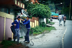 (Kals Pics) Tags: ooty nilgris tamilnadu kids boys life people travel streetlife fun happy action moment rainyday weather climate udhagamandalam happiness rain umbrella fight enjoy ootacamund cwc chennaiweelendclickers rootsofindia roi kalspics