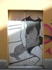 048 (en-ri) Tags: ragazza girl chioma capelli wall muro graffiti writing bologna nero bianco