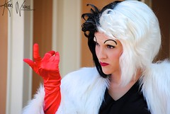 Cruella (KerriNikolePhotography) Tags: nikon disneyland disney nikkor villain zoomlens 101dalmations cruelladeville facecharacter nikond3000 kerrinikolephotography