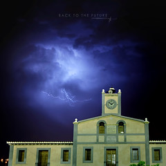 Back to the future... (J. Tiogran) Tags: clock nikon sigma reloj lightning rayo 1020 backtothefuture julin solana serrano regresoalfuturo villajoyosa chuckberry lavilajoiosa lavila d5000 rockroll