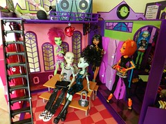 Monster High 3 (Laila X) Tags: school boy monster de high doll dolls witch cam stripe frankie nile gargoyle og cleo stein rule mattel playset sdcc ghouls yelps ghoulia createamonster toralei