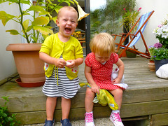 Fee en Lou (Femke B.) Tags: kids garden tim play lou gent cos gerda fee almosttwo