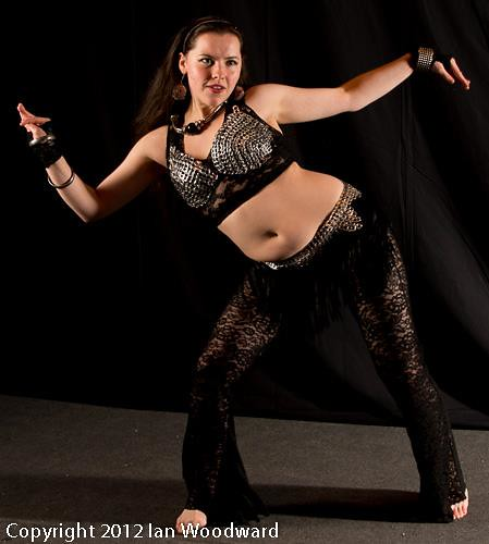 How to Bellydance Like Shakira: 13 Steps (with Pictures ...