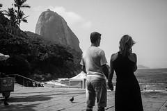 """""""Casal"""" Praia Vermalha, Rio de Janeiro (VECTORINO) Tags: leica brazil hot brasil riodejaneiro digital streetphotography tropical rua brasileiro vectorino lazarev eicam262"""