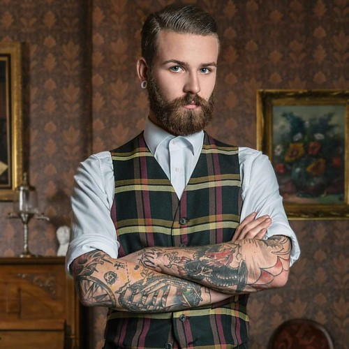 By #vicviciousphotography  For #vintageflaneur  #beard #bart #barber #bearded #beardedgentlemen #gentleman #tattoo #inked #tattooed #tätowiert #oldschool #20th #20thcentury #20er #30er #vest #pomade