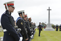 British and German sailors stand together as PM lays wreath at the Royal Naval Cemetery, Lyness (The Prime Minister's Office) Tags: uk london photo government pm firstworldwar primeminister 2016 10downingstreet davidcameron orkneyislands wreathlaying primeministerdavidcameron georginacoupe battleofjutlandcommemorationservice stmagnuscathedralgreen