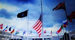 DIE USA-FLAGGE AUF HALBMAST ZEIGT DAS TRAUERSPIEL DER NATO AN. DIE KOLLEKTIVE AUFRSTUNG DER NATO IM OSTEN IST DER EINSTIEG IN DEN KALTEN KRIEG ! (ehbub@yahoo.de) Tags: capitalism guncontrol militaryindustrialcomplex june2016 notipp nogmofoodmonsanto nomorephobias militaryfear nomorehateorwar