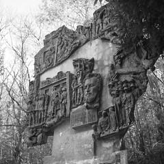 """""""Bisagno"""". (GiannLui) Tags: monumento genova resistenza bronzo bassorilievo partigiano rovegno bisagno bronzeo nicolaneonato aldogastaldi"""