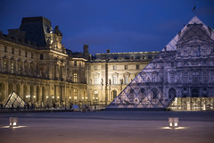 DSC_2490-Modifier (Mathieu Rougnon) Tags: sunset paris night french nikon europe jr muse capitale pyramide lelouvre parisian trompeloeil d800 parisien pyramidedulouvre heurebleue entrechienetloup jrartist nikkor2470mmf28