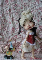 Colombyne promène son jouet (heliantas) Tags: doll body handmade bjd kane humpty dumpty blushing faceup nefer