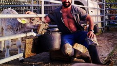 kälbli tränken (Farmerbaer) Tags: hairy rural burly buff bearded sturdy gummistiefel brawny landleben stocky swissfarmer schweizerbauer melkerbluse