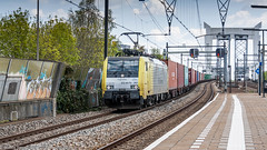 ES64F4 - 203 passing through Zwijndrecht with a container train (Nicky Boogaard Photography) Tags: railroad eurostar ns siemens rail railway db cargo mak nsr koploper 6400 nmbs dbc icr e320 icmm velaro blogistics