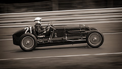 Looking Old (Mister Oy) Tags: cars vintage racing panning motorsport davegreen oultonpark oyphotos fuji55200mm fujixt1 oyphotos