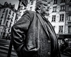 VIP.jpg (Klaus Ressmann) Tags: man france spring candid streetphotography unposed klaus omd em1 selfconfident peoplestreet fparis ressmann omdem1 flcpeop klausressmann