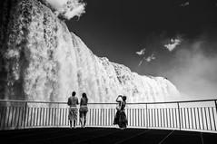 Staring at the falls (hzeta) Tags: falls admiring admirando staring people gente waterfalls cataratas water agua power potencia poder fuerza nature naturaleza iguazu baranda handrail balcony balcon turists turistas black white blanco y negro bw bn