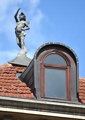 Torino - tele 450mm equivalente (ikimuled) Tags: statue finestre sansalvario