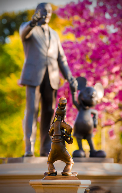 """Gawrsh! Thats a Purty Statue, Mickey. Ah-hyuck!"""
