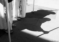 della serie ... TRA RITI SACRI E TRADIZIONI ... n. 01 (Maria Grazia Marrulli) Tags: dellaserietraritisacrietradizioni explore pasqua2012 ritipasquali ritireligiosi venerdìsanto tradizioni perdoni dettaglio details fragments instrada biancoenero bn blackwhite noirblanc ombre shadows ombres marciafunebre gpicca canondigitalixus870is pulsano taranto puglia italia allegrisinasceosidiventa imieiluoghi