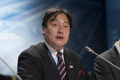 Osamu Yoshida addresses the assembled delegates
