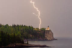 Split Rock Lighthouse and Lightning (Bryan Hansel) Tags: lighthouse minnesota northshore lightning mn becon splitrocklighthousestatepark llmsmnsplitrock