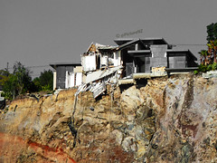 Living on the Edge (Steve Taylor (Photography)) Tags: newzealand christchurch cliff abandoned broken 22 earthquake 14 canterbury redcliffs rockface fallen nz quake damage southisland smashed february clifton wreckage crumbling cliffface aftershock redzone 2011 livingontheedge kinseyterrace livingattheedge