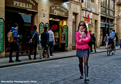 Street colors (MarcArtsy Tthief of souls.) Tags: barcelona street people woman girl beauty candid streetphotography streetphoto streeetphotography stphotographia absolutelyperrrfect
