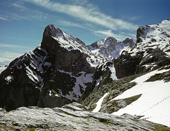 Picos de Europa, Pea Remoa (fcuencadiaz) Tags: paisajes velvia cantabria montaas picosdeeuropa libana brnica