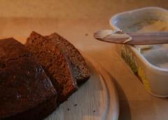 spiced honey cake (Froydir) Tags: christmas food cake recipe denmark baking blog december traditional honey danish yule jul 2011 dairyfree honeybread kokkeblog