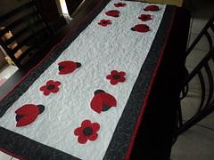 Trilho de mesa (MarinaGigica) Tags: patchwork trilho joaninhas aplicao patchcolagem