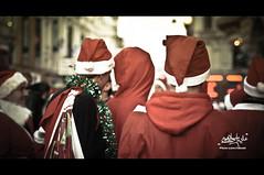 """What's Going on there ? .. "" (Ali iBrahim  (DOSHA)) Tags: street uk blue red london happy bokeh united ali saudi sa ibrahim kindom ksa dosha christsmas wering 3losh photogarph aljurayfani"