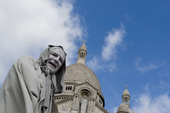 Montmartre (scarpace87) Tags: poverty white man money smile face statue eyes nikon artist occhi sguardo uomo sacrécoeur sorriso statua bianco viso false artista basilique denaro povertà faccia falso volto 105mmf28 d7000