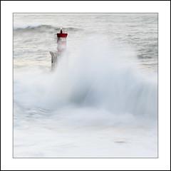 Abrazando el faro (La ventana de Alvaro) Tags: faro mar marejada ola pasaia pasajes sedas afiiae
